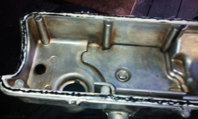 Прокладка клапанной крышки посажена на герметик на ВАЗ-2114