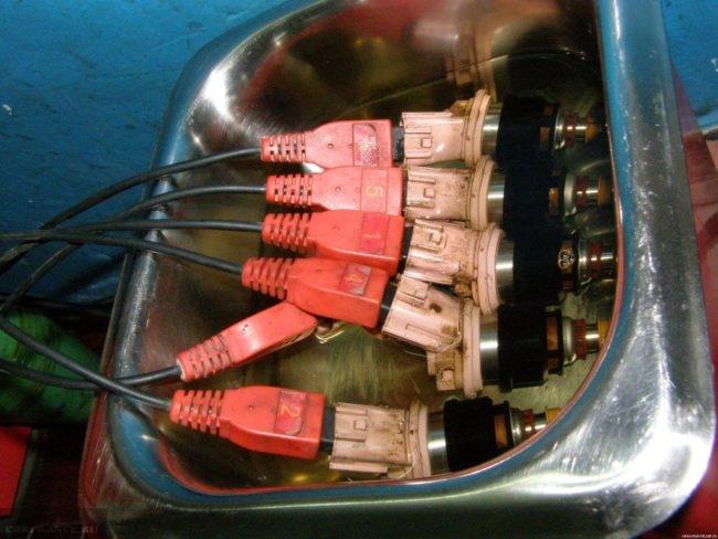 Форсунки ВАЗ-2114 установлены на стенд промывки