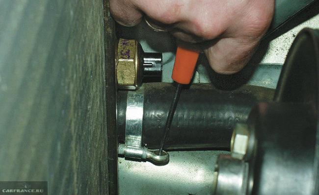 Патрубок системы охлаждения ВАЗ-2114