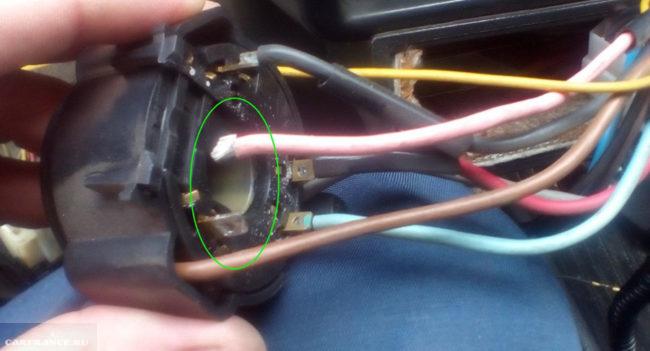 Отпаялся розовый провод на замке зажигания ВАЗ-2114