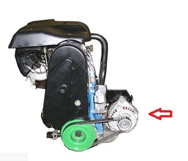 Двигатель ВАЗ-2114 с генератором вблизи