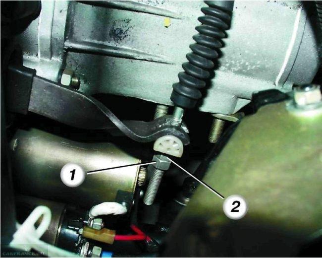 Регулировочные гайки троса сцепления на ВАЗ-2112