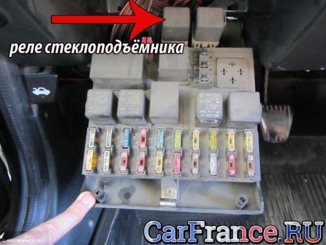 Реле стеклоподъёмников на ВАЗ-2112 в монтажном блоке