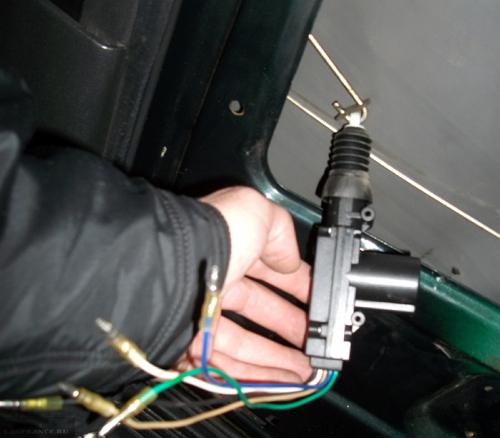 Привод центрального замка ВАЗ-2112 и его металлическая тяга