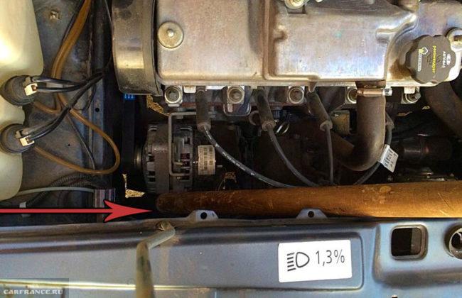 Использование черенка для лопаты для натяжение меня генератора на ВАЗ-2114