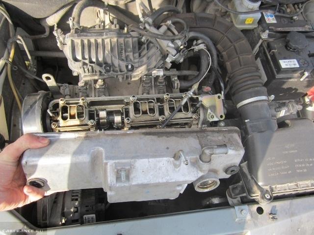 Снятие клапанной крышки ВАЗ-2114 толчком вверх