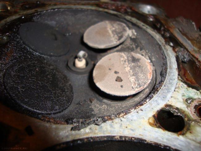 Гнутые клапана в ГБЦ ВАЗ-2112 в цилиндре