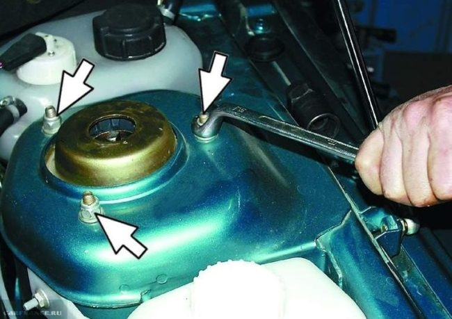 Болты крепления чашки передней стойки ВАЗ-2112