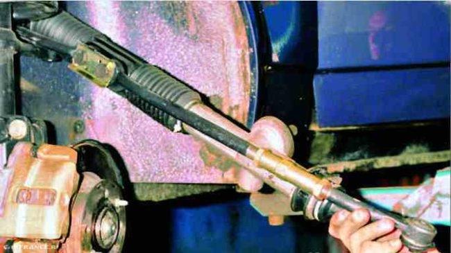 Рулевой механизм ВАЗ 2112 крупным планом