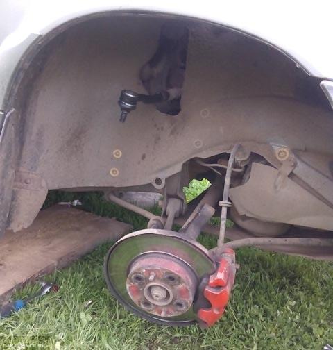 Визуальный осмотр рулевого наконечника и шаровой опоры на ВАЗ-2112
