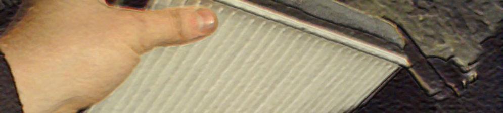 Извлечение старого салонного фильтра на ВАЗ-2112
