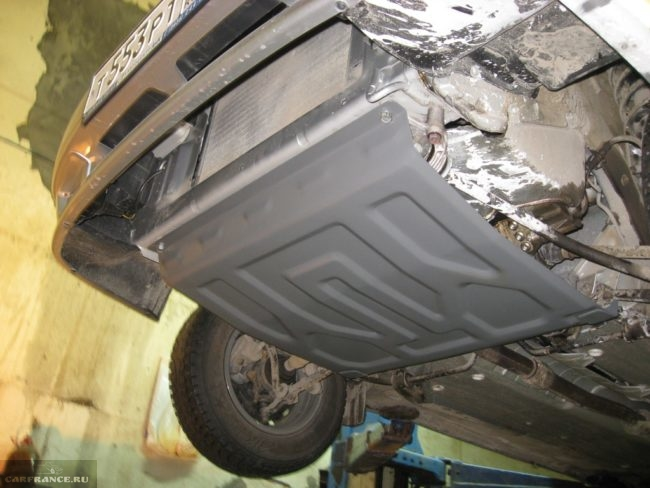Зашита картера двигателя на ВАЗ-2114 вид под автомобилем