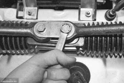 Демонтаж наконечников рулевой рейки ВАЗ-2114