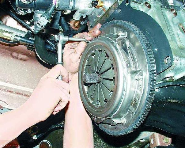 Демонтаж сцепления ВАЗ-2114