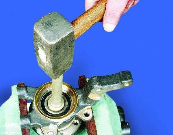 Вынимаем ступицу с посадочного крепления ВАЗ-2114