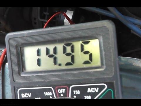 Вольтметр с показаниями напряжения генератора в 14,95 Вольта