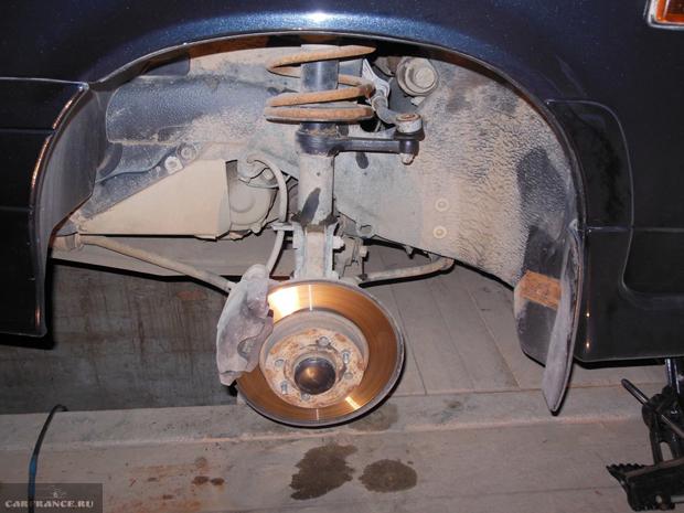 ВАЗ-2114 без переднего колеса
