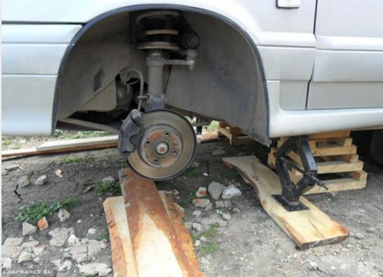Демонтированное колесо ВАЗ-2114
