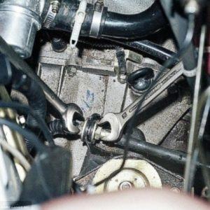 Процесс демонтажа троса сцепления ВАЗ 2114