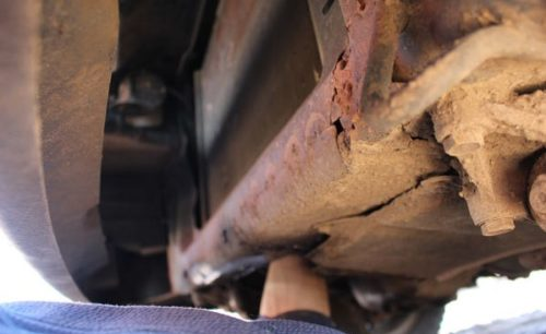 Как открыть капот на ВАЗ-2114 если слетел тросик: видео и фото