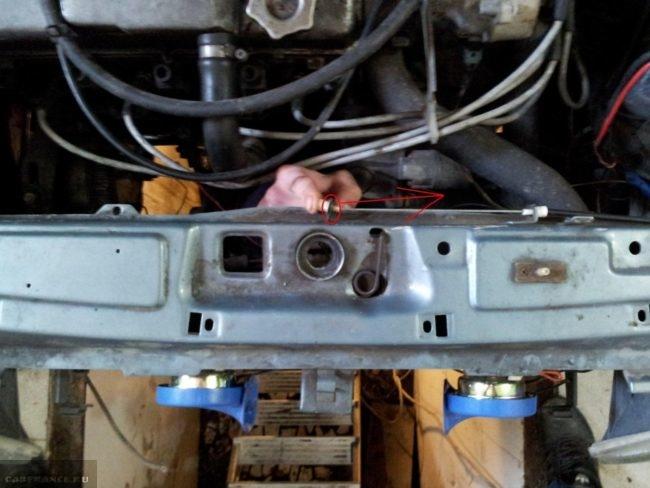 Последовательность работы с тросиком капота на ВАЗ-2114