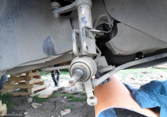 Демонтаж поворотного кулака ВАЗ-2114