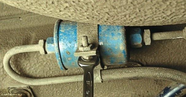 Демонтируем гайку крепления фильтра ВАЗ-2114