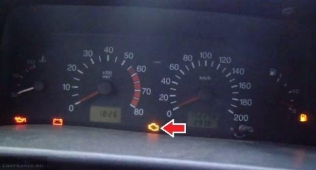 На панели приборов ВАЗ-2114 светится индикатор Check engine