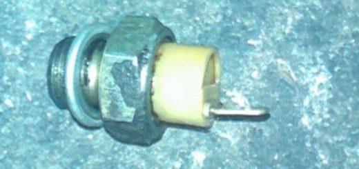 Датчик давления масла с плохим уплотнителем ВАЗ-2114