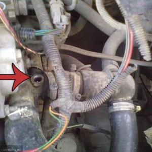 Датчик температуры охлаждающей жидкости демонтирован на ВАЗ-2114