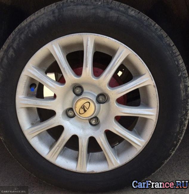 Стандартная штамповка на заднем колесе ВАЗ-2114