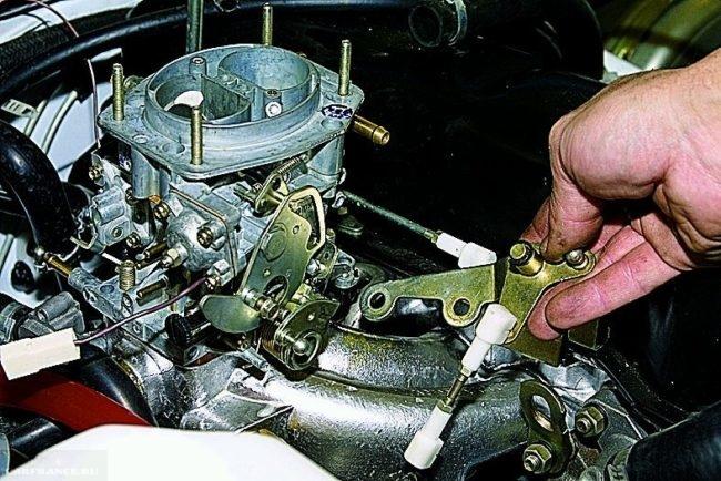 Процесс регулировки карбюратора на автомобиле ВАЗ-2114