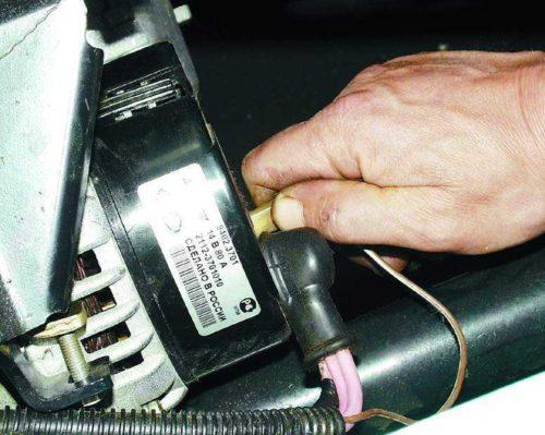 Колодка с проводом от вывода D генератора ВАЗ-2114
