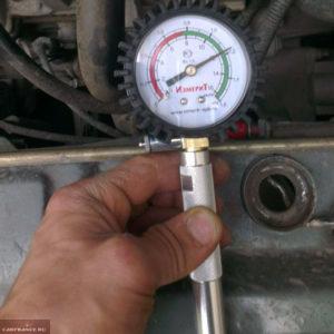 Замер компрессии в 4 цилиндре двигателя ВАЗ-2114