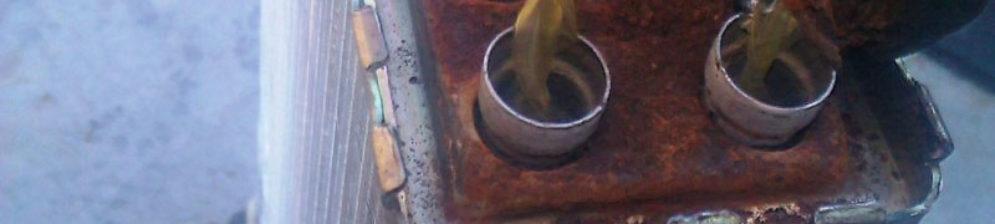 Ржавый старый радиатор печки на ВАЗ-2114