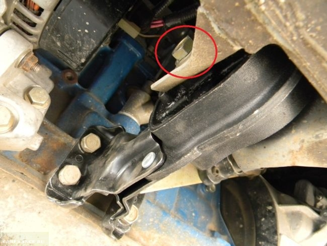Крепления передней подушки двигателя ВАЗ-2114