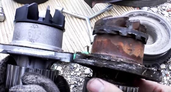 Новая и старая помпа ВАЗ-2114