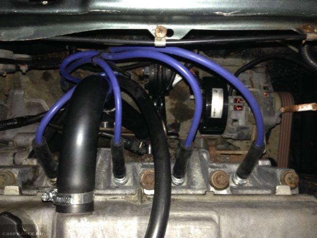 Высоковольтные провода на двигателе ВАЗ-2114 под капотом