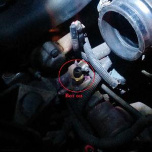Датчик температуры охлаждающей жидкости на ВАЗ-2114 с снятой фишкой
