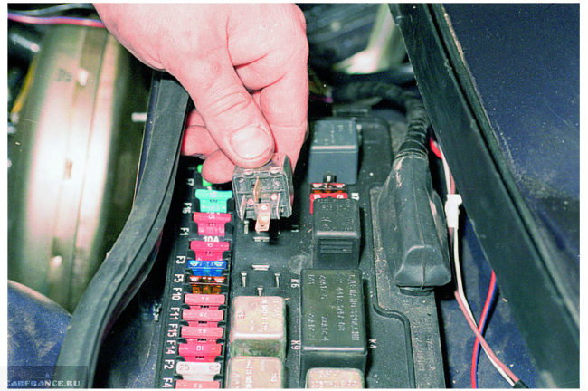 Процесс замены реле вентилятора ВАЗ-2114