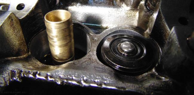 Демонтаж сальника клапана двигателя ВАЗ-2114