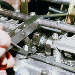 Приспособление отжима клапана с калиброванным фиксатором