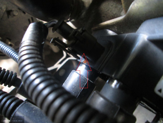 Штекер питания катушки зажигания на ВАЗ-2114