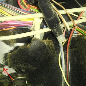 Скоба педали сцепления под капотом ВАЗ-2114