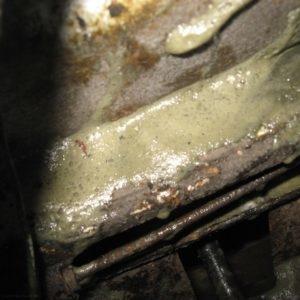 Следы выдавленного тосола с бачка на кузове ВАЗ-2114