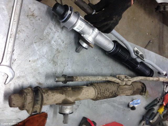Новая и старая рулевые рейки на ВАЗ-2114