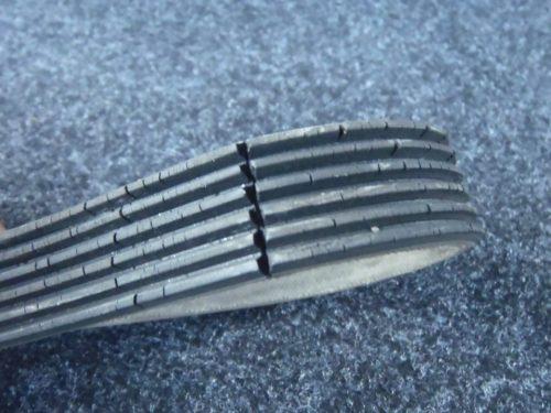 Ремень генератора ВАЗ-2114 с трещинами