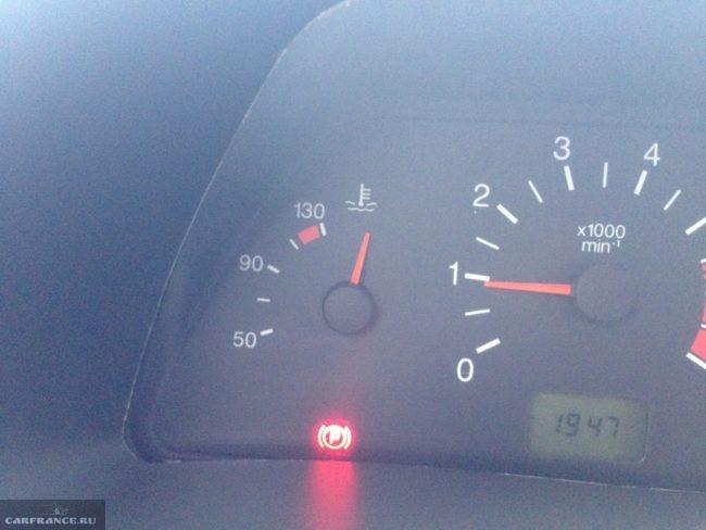 Стрелка указателя температуры зависла в запредельной зоне на ВАЗ-2114