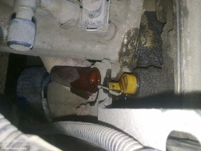 Течет датчик давления масла на ВАЗ-2114