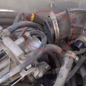 Демонтаж патрубка от дроссельной заслонки на ВАЗ-2114